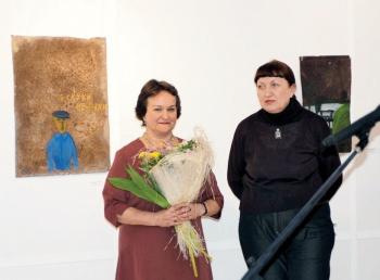 Нинель Комина и художница Ирина Затуловская на открытии выставки в галерее «Красный мост»